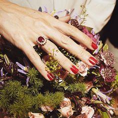 Un anillo diseñado por #RosaOriol perfecto para ocasiones especiales!💍 | A ring designed by #RosaOriol perfect por special occasions!💍 #tousjewelry #ring #anillo #engagement #pedida #ateliertous #handmade #hautecouturejewelry
