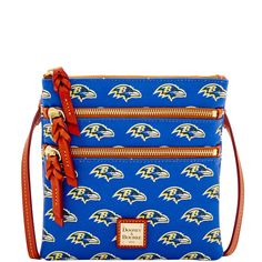 Like denim and t-shirts, or cashmere and pearls, Dooney & Bourke and the NFL are a classic fashion combination. This bag is compact, simple, and chic with understated style, making it perfect for gameday or out and about on weekends.