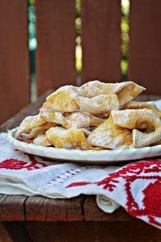 Uscatele - CAIETUL CU RETETE Romanian Desserts, Romanian Food, Apple Pie, French Toast, Bakery, Sweet Treats, Recipies, Goodies, Sweets