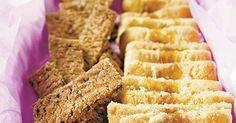 Vaahdota pehmeä rasva ja sokerit. Lisää muna hyvin vatkaten. Sekoita taikinaan jauho-leivinjauheseos.