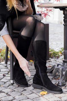 Auf der Suche nach einem stylischen Stiefel mit dem gewissen Etwas?                           Verzichten Sie nicht auf dieses Allround-Talent mit raffinierten Details! #paulgreen #stiefeln #christmasparty #soon #derschuhmeineslebens www.paul-green.com Dna, Knee Boots, Heeled Boots, Heels, Fashion, Fashion Styles, Paul Green Shoes, Riding Boots, Searching