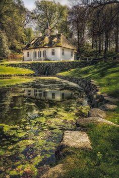 Summer manor in Liselund Park / Denmark (by stibou5).