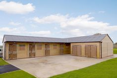 Five Stable Combination with a Bay Garage