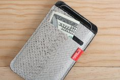 pack and smooch | iphone wallet case