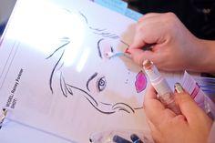 Preparando los nuevos looks de tendencia de la colección de color marykayatplay®.