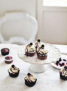 Blackberry cupcakes / Call me cupcake Sweet Cupcakes, Yummy Cupcakes, Cupcake Cookies, Cupcake Recipes, Dessert Recipes, Blackberry Cupcakes, Biscuits, Muffins, Brownies