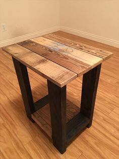 And after reading this post about 26 DIY pallet side table you can really get inspired to make one for your house as they are so adorable and functional Pallet End Tables, Diy End Tables, Wood End Tables, Side Tables, Pallet Furniture Side Table, Coffee Tables, Wooden Side Table, Wood Table, Table Cafe