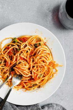 Classic Homemade Marinara with Spinach spaghetti with homemade marinara and sautéed spinach Ketogenic Food List, Ketogenic Recipes, Raw Garlic, Tomato Season, Homemade Marinara, Sauteed Spinach, Spinach Leaves, Marinara Sauce, How To Dry Oregano