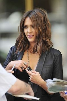 Wave messy hair Jessica Alba