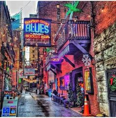 Printers Alley, Nashville, Tennessee The District serves as the entertainment hub of Nashville to this day.
