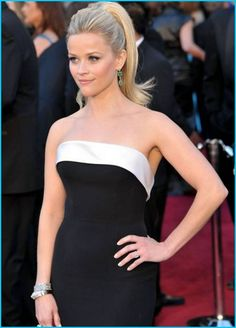Reese Witherspoon made swinger ponytail creping her hair to add volume