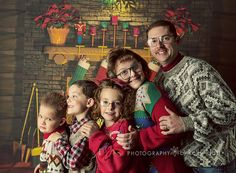 awkward family christmas photos: http://kellyklattphotoblog.com/2011/12/brace-yourselves-its-about-to-get-all-kinds-of-ugly-up-in-here/     All kinds of ugly up in here!!!!!!!!!!!!!