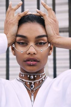 girl no face Crystal Tears Wire Glasses Face Jewellery, Eye Jewelry, Pretty People, Beautiful People, Look Fashion, Fashion Tips, Fashion Design, Crazy Fashion, Fashion Face