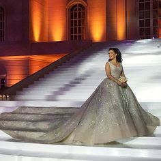 Such a dreamy gown !  ____________________ ▪Wedding planner : Paul Nasr @bypaulnasr @haddadgilbert. ▪Wedding dress : Elie Saab @eliesaabworld . ▪Photographer: Candid image @candid.image . ▪Makeup artist: Hala ajam @halaajam. _____________________ #lebaneseWeddings #sidoroush @rashahmad .