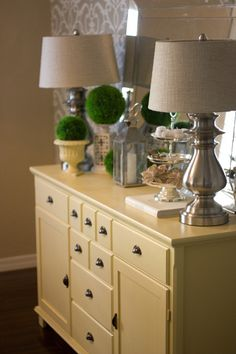 benjamin moore's hawthorne yellow side table.  This Hawthorne yellow seems to be everywhere~!