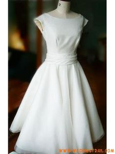Again, a lovely Audrey Hepburn style wedding dress.  I totally love this!
