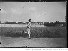 [Stade Pershing, entraînement du coureur écossais] Mac Rae [i.e. George McCrae] : [photographie de presse] / [Agence Rol] - 1