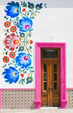 flower mural with pink door in Aguascalientes, Mexico Mexican Art, Mexican Style Decor, Mexican Garden, Diy Wall Decor, Wall Murals, Mural Art, Folk Art, Street Art, Street Style