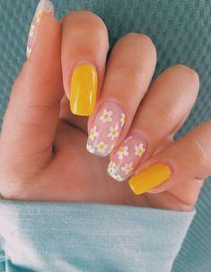 Pretty nails yellow & hübsche nägel gelb & jolis ongles jaunes & bonitas uñas amarillas & pretty nails acrylic, pretty nails simple, pretty nails for summer, pretty nails red… Simple Acrylic Nails, Best Acrylic Nails, Square Acrylic Nails, Gel Nail Art, Yellow Nails Design, Purple Nail, Yellow Nail Art, Acrylic Nails Yellow, Pastel Nails