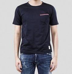 (トム ブラウン) THOM BROWNE 15SS トリコーロ 3LINE ポケットTシャツ _ネイビー MJS... https://www.amazon.co.jp/dp/B01GC9IL1M/ref=cm_sw_r_pi_dp_6iIwxbSHPFEC6