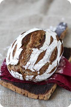 Weizen-Roggenbrot mit Sauerteig – ein herrlich saftiges Brot, das überraschend … Wheat rye bread with sourdough – a wonderfully juicy bread that is surprisingly airy despite the rye content. Fits too salty and sweet. Rye Bread, Sourdough Bread, Bread Rolls, Healthy Sandwiches, Sandwich Recipes, Tartiflette Recipe, Kenwood Cooking, Easy Bread Recipes, Artisan Bread