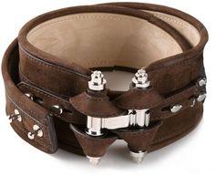 €834, Cinturón de Cuero Marrón Oscuro de Givenchy. De farfetch.com. Detalles: https://lookastic.com/women/shop_items/90147/redirect