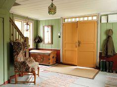 Love the transom. Swedish Farmhouse, Swedish Cottage, Swedish Interiors, Cottage Interiors, Interior Architecture, Interior And Exterior, Interior Design, Cottage Kitchens, Cottage Style Homes