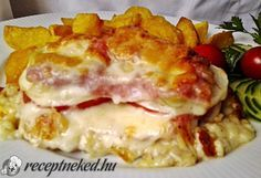 Hozzávalók: 4 szelet karaj csont nélkül 2 db paradicsom 2 db hegyes erős paprika 2 fej vöröshagyma 8 szelet bacon 4 szelet trappista sajt só grill fűszer 5