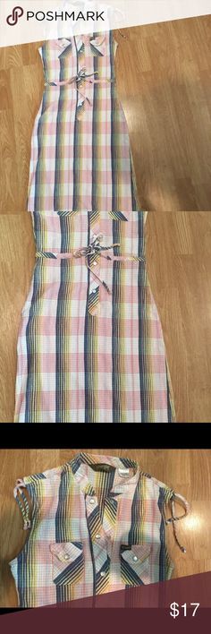 Western chic dress Snap front dress in spring plaid. 100% cotton, with cinched waist and front pockets. No flaws! Wrangler Dresses