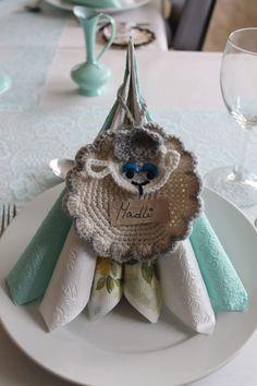 Crochet sheep, confirmation, crocheting, hekling, bordkort