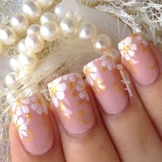 """I feel like a bride today dont you think?lol I used chifure 118 for the base, Maybelline golden sand & acrylic paints for the flower. Please dont forget to enter """"floral with golden touch"""" NAILART CONTEST look #sffloral8000rules #sffloral8000rules"""