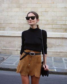 A saia de suede com botões junta duas tendências e fica incrível para um look de inverno e meia estação.
