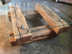 For this beautiful table, oak beams were made from . - Wood DIY ideasFor this beautiful table 300 year old oak beams made of ., this oak beams years saving table 15 Outdoor 2 Coffee Tables, Coffee Table Design, Homemade Coffee Tables, Old Wood Table, Wooden Tables, Timber Table, Rustic Furniture, Diy Furniture, Business Furniture