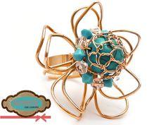 Código: anillo-0001 Anillo elaborado con oro laminado con piedra turquesa y cristales checos. #rings