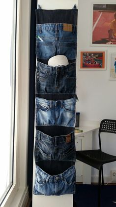 My son& old, worn jeans are now hanging in his knee room . - My son& old, worn jeans are now hanging in his room gimmicks and crafts What is handicrafts? Refaçonner Jean, Jean Diy, Diy Jeans, Jean Crafts, Denim Crafts, Artisanats Denim, Mode Jeans, Denim Ideas, Denim Fashion