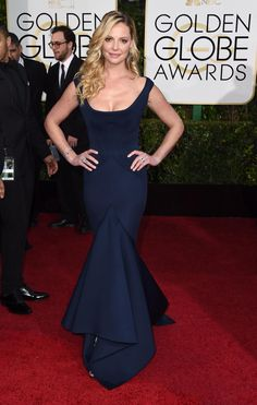 Katherine Heigl kept her hair simple and showed off her curves in hip hugging Zac Posen gown on the red carpet.