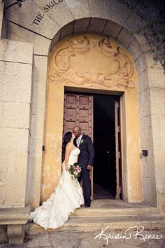 santa barbara courthouse weddings kristin renee photographer bride and groom wedding photos http