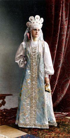 Princess Ekaterina.Vladimirovna Baryatinskaya (in a dress for the performance of the Russian dance at the costume ball), 1903