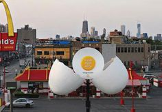 The ad greets Chicago residents at the crack of dawn. For most of the day, this animated structure is closed. But between 6am and 10:30am, the egg cracks open to let hungry patrons know breakfast is being served. And speaking of McDonald's in Chicago, another billboard advertising fresh salads actually grew lettuce over the course of a few weeks. Seems like the local McDonald's brand managers are a fun bunch of folks.