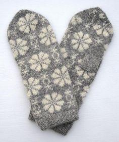 Knitted Mittens Pattern, Knit Mittens, Wrist Warmers, How To Purl Knit, Fair Isle Knitting, Windmill, Knit Crochet, Gloves, Socks