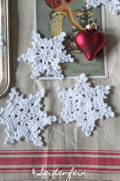 seidenfeins Blog vom schönen Landleben: 2. Dez ★ Schneeflocken mit Anleitung * crocheting snowflakes with tutorial !