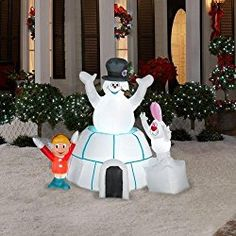 If you are planning to decorate your outdoor for christmas then this artilcle must be for you! Here are some of the best outdoor snowman christmas decorations for you to make your outdoor look christmas ready! Christmas Lawn Decorations, Inflatable Christmas Decorations, Paper Decorations, Holiday Decor, Outdoor Decorations, Yard Inflatables, Christmas Inflatables, Outdoor Snowman, Christmas Light Displays