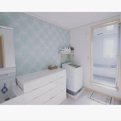 3854sHomeさんの、バス/トイレ,窓,ナチュラル,IKEA,グリーン,雑貨,アクセントクロス,北欧,脱衣所,一軒家,ホワイトインテリア,断捨離,フレンチシック,ランドリールーム,白が好き,Pid4M,エメラルドグリーン,スウェーデンハウス ,ミニマリスト,ミニマム,2Fお風呂,リリカラ壁紙,シンプルな暮らし,ものを持たない暮らし,掃除がしやすい,のお部屋写真