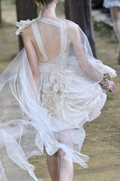 a veiled feeling without veil Chanel #white #fashion #couture