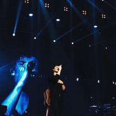 "1,046 curtidas, 1 comentários - Shawn Mendes Updates (@shawnmendesupdates1) no Instagram: ""December 11: Shawn performing in Bangkok, Thailand #shawnmendes #illuminateworldtour…"""