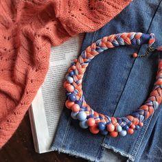 Новое колье, как оказалось, на одной волне с папоротниковым  джемпером)) Вот так бывает, когда влюбляешься в цвет с первого взгляда...  . . . . . #handmade #handmadewithlove #handmadenecklace #handmadejewelry #necklaceaddict #bijulovers #handmadebijoux #кольекоса #кольеручнойработы #намисто  #handmadeukraine #зробленовукраїні #madeinukraine