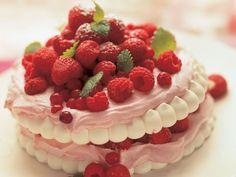 Juhlatarjoilu kannattaa suunnitella ajoissa. Paljon voi tehdä myös ennakkoon. Jaksota ruokien valmistaminen juhlaa edeltävälle kuukaudelle.