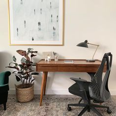 Modern art. Cute plant. Good chair. Ready to work. Featuring the Bowery chair by Laura. From: @homingmystyle Home Office Space, Office Spaces, Cool Chairs, Side Chairs, Office Chairs, Office Furniture, Modern Home Offices, Minimalist Office, Black Chairs