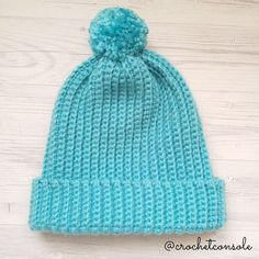 Gorro tejido con solo un rectángulo a crochet. Video tutorial con el paso a paso para tejerlo. Crochet Poncho, Crochet Hats, Little Stitch, Crochet For Beginners, Beginner Crochet, Sewing Toys, Crochet Projects, Knitted Hats, Winter Hats