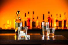 Jeder Drink braucht auch das richtige Glas, um wirklich sein ganzes Aroma entfalten zu können. Die Trinkglasserie Karlgarten aus dem Traditionshaus OertelCrystal wartet mit Tumblern in drei verschi...